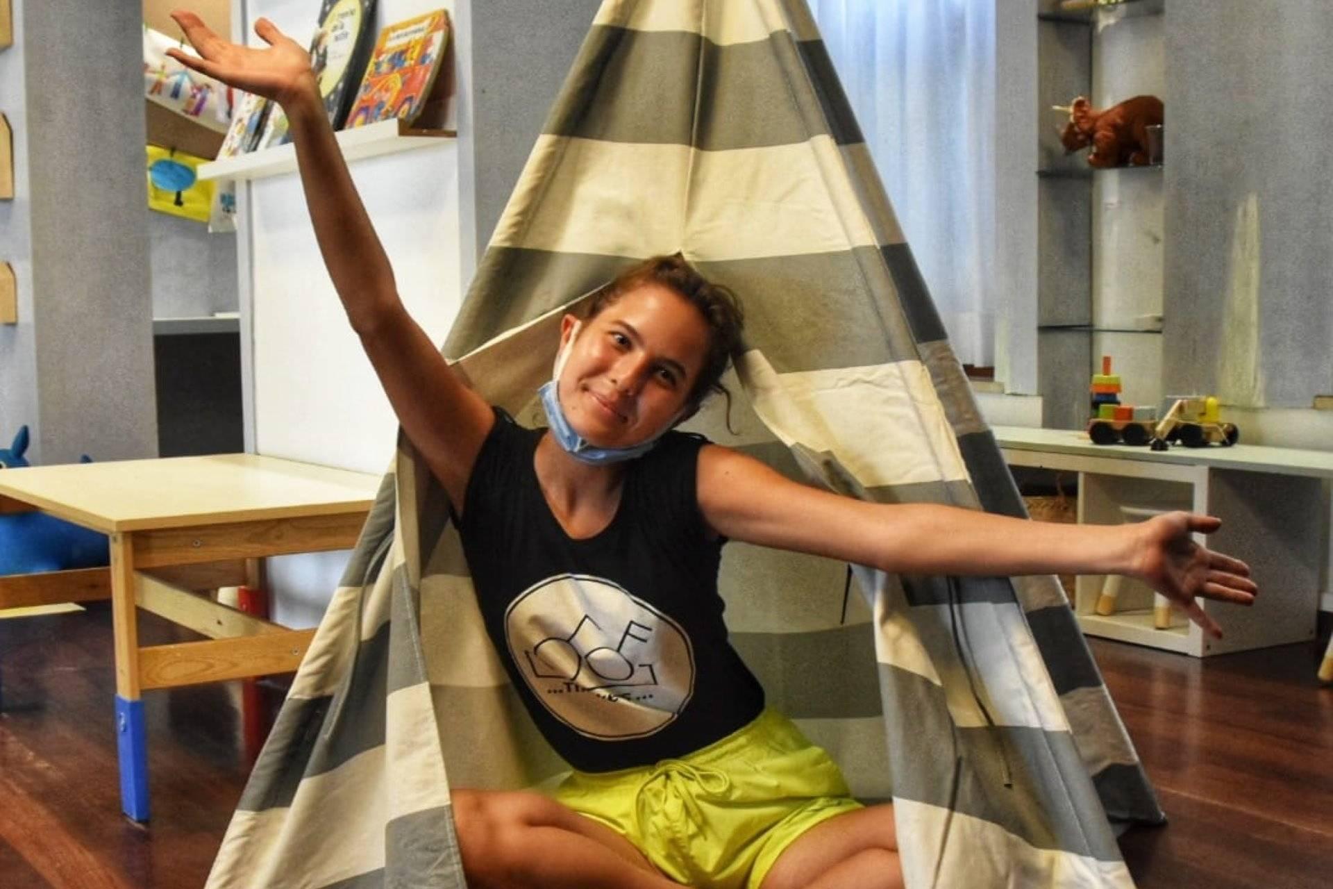 cristina-corona-tenda-ragazza